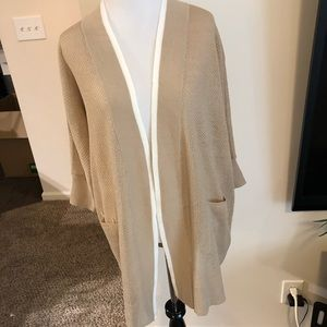 NWT August silk tan and white 3/4 sleeve open